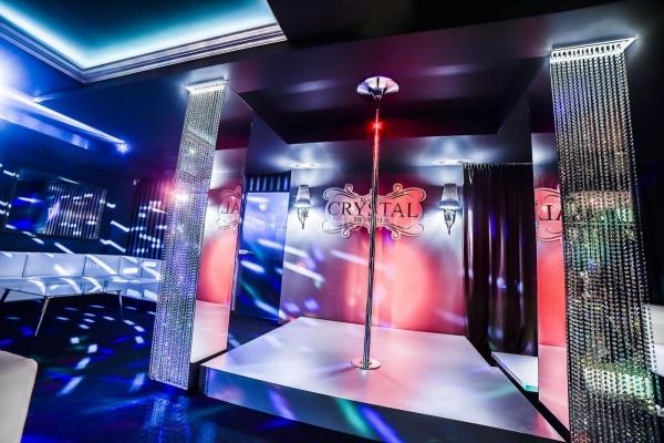 007-stripclub.jpg